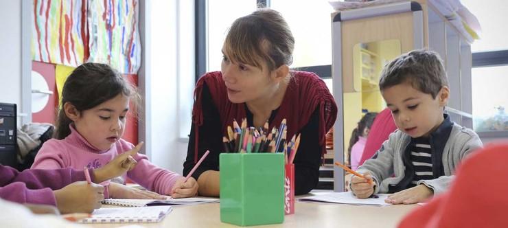 Programmes et horaires à l'école maternelle ac