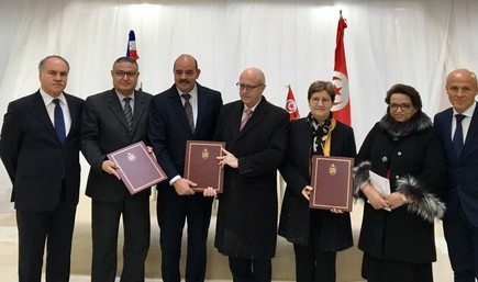 Signature accord coopération