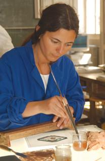 Photo d'une femme prenant des cours dans un Greta