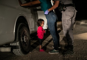 John Moore / Getty Images : Crying Girl on the Border