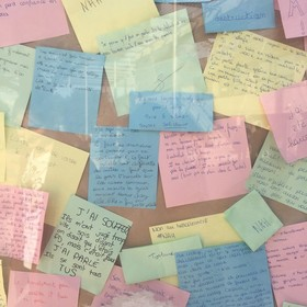 Méli mélo de post it non au harcèlement